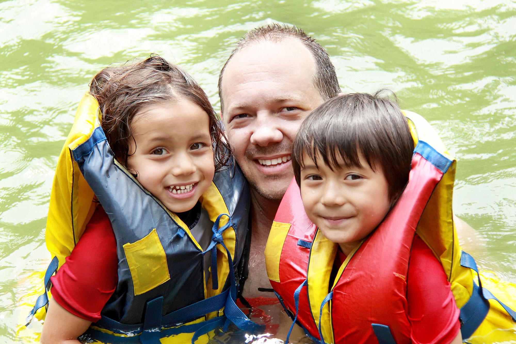dad-kids-float