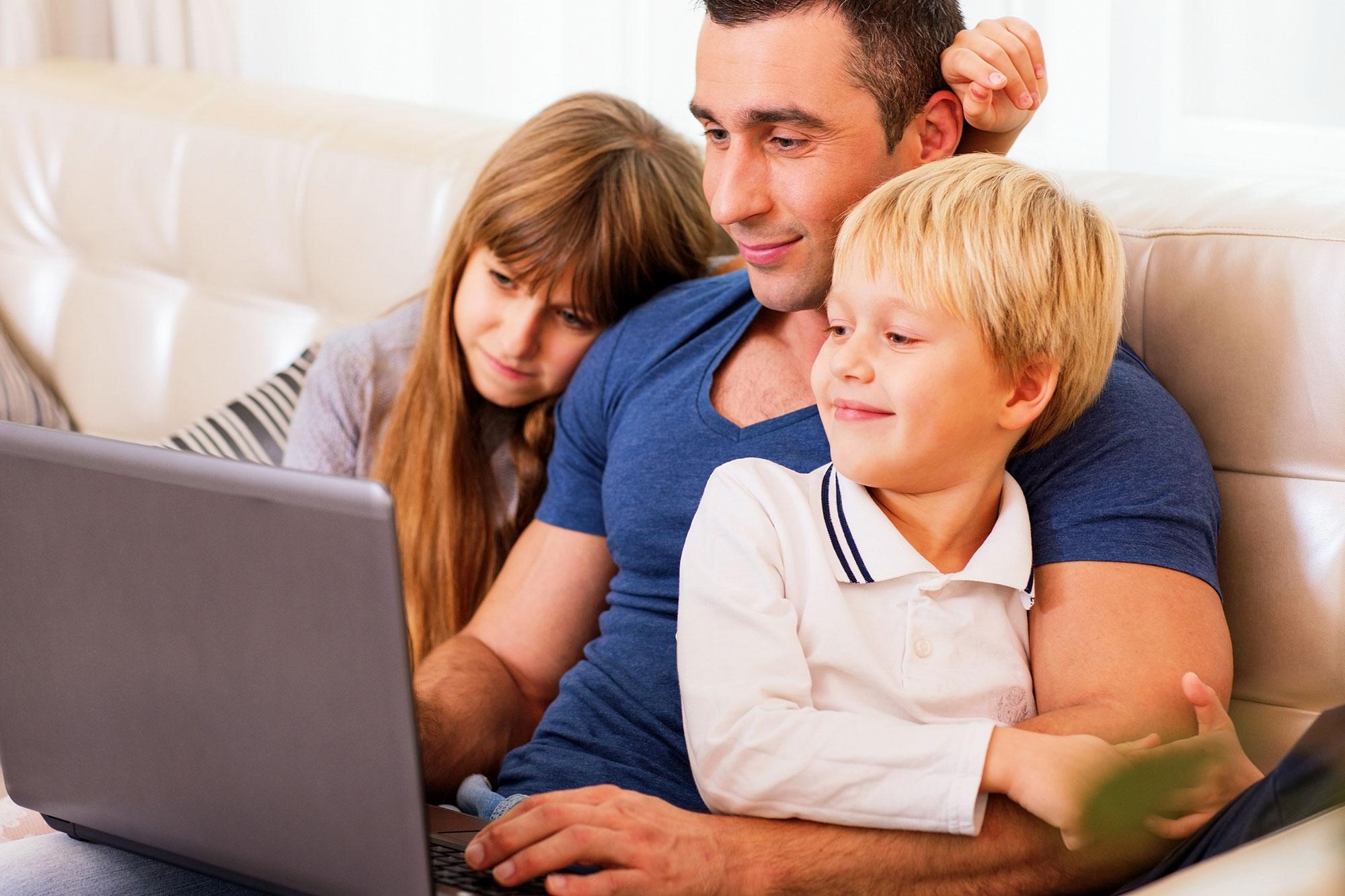 dad-kids-laptop